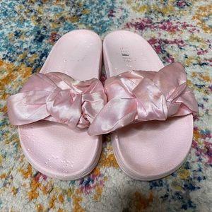 Puma bow slippers